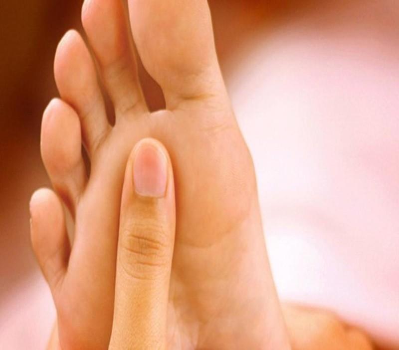 Dấu hiệu vàng da vùng lòng bàn chân bàn tay là dấu hiệu của thừa beta caroten