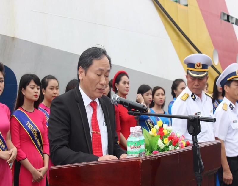 Lãnh đạo tỉnh Khánh Hòa động viên các chiến sĩ trước lúc lên đường.
