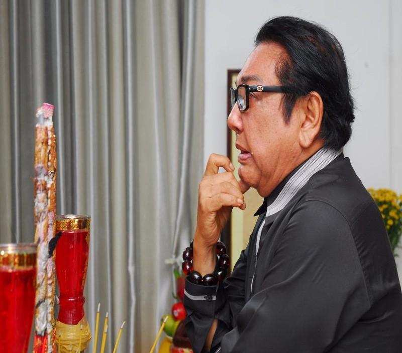 Danh hài Phú Quý ngậm ngùi trước di ảnh Thanh Sang.