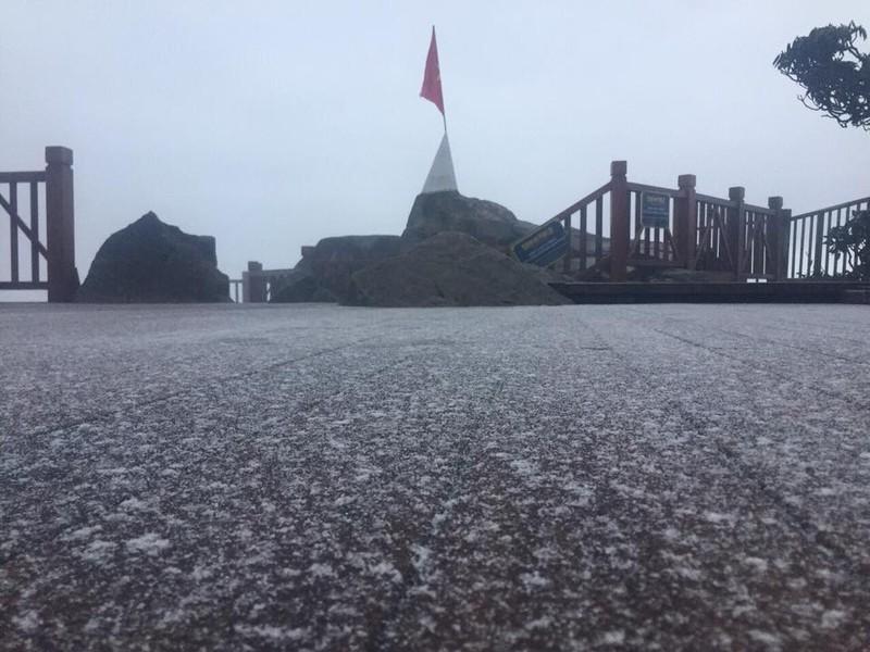 Tuyết rơi ở Sa Pa, phủ trắng đèo Ô Quy Hồ - ảnh 2