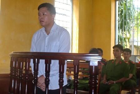 Cán bộ địa chính 'vòi' tiền dân bị phạt bảy năm tù - ảnh 1
