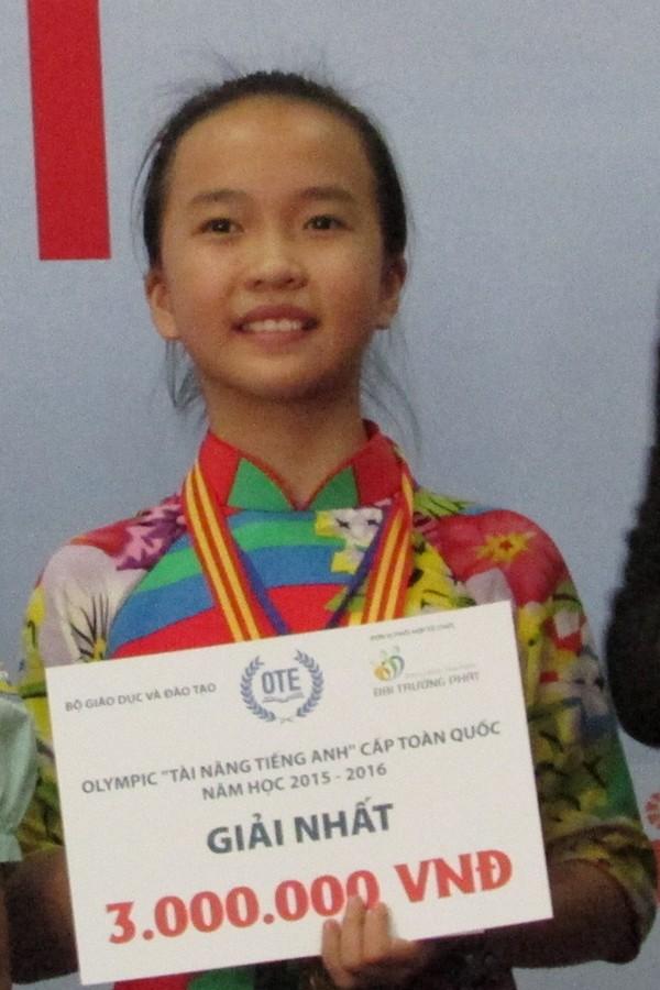 Nét đẹp giản dị của nữ sinh đạt giải nhất tài năng tiếng Anh - ảnh 1