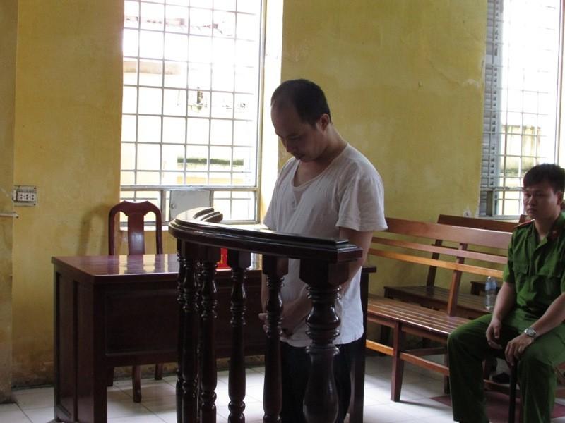 Vào tù vì 'phê' ma túy đá, chống lại công an - ảnh 1