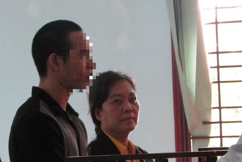 Bị cáo Y (nữ) tại tòa phúc thẩm ngày 18-11. Ảnh: N.NAM