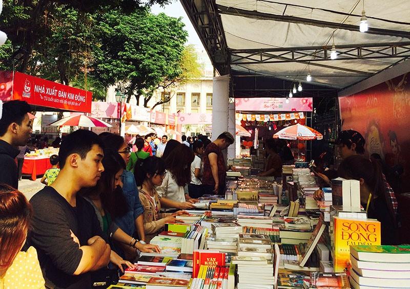 Vào năm 2016, Phố sách Xuân Bính Thân của Hà Nội đã thu hút hàng chục vạn lượt người đến thăm thú, du xuân, mua sách.
