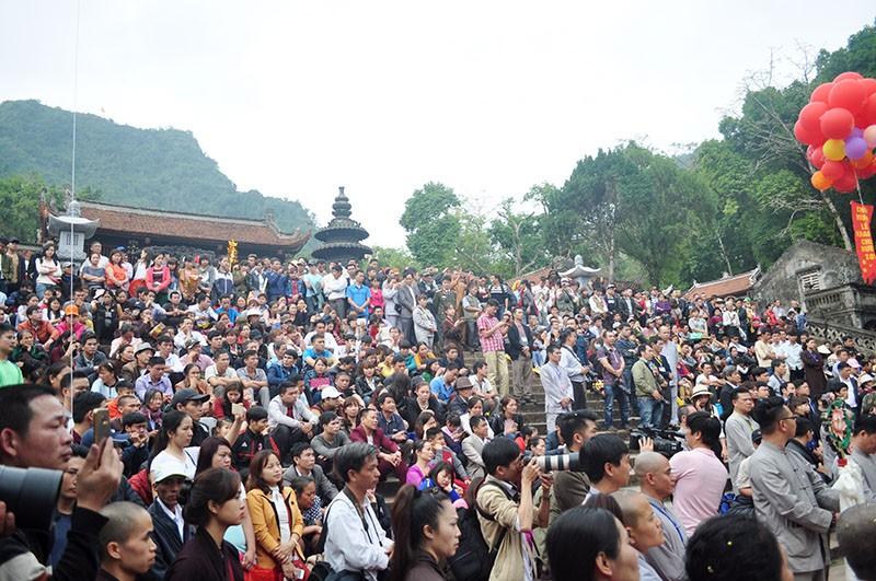Chen chân khai hội Chùa Hương - ảnh 1