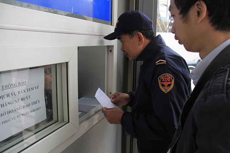 Buýt nhanh BRT Hà Nội: Thu phí vẫn hút khách  - ảnh 3
