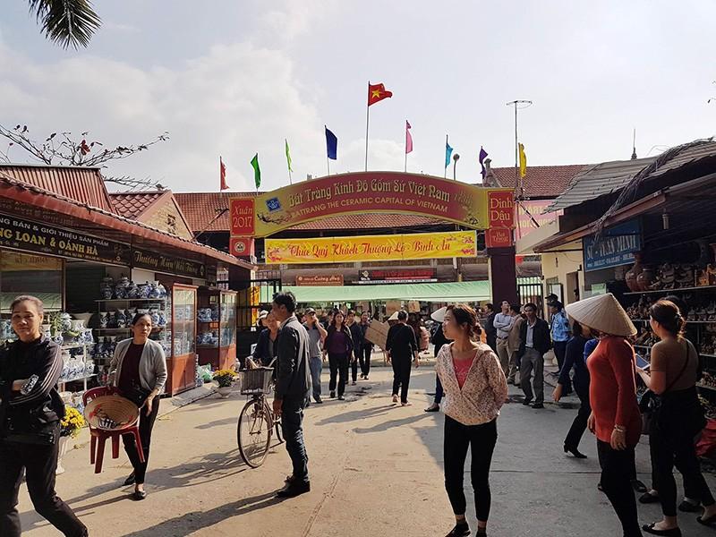 Tự ý đóng cửa chợ gốm Bát Tràng là sai - ảnh 1