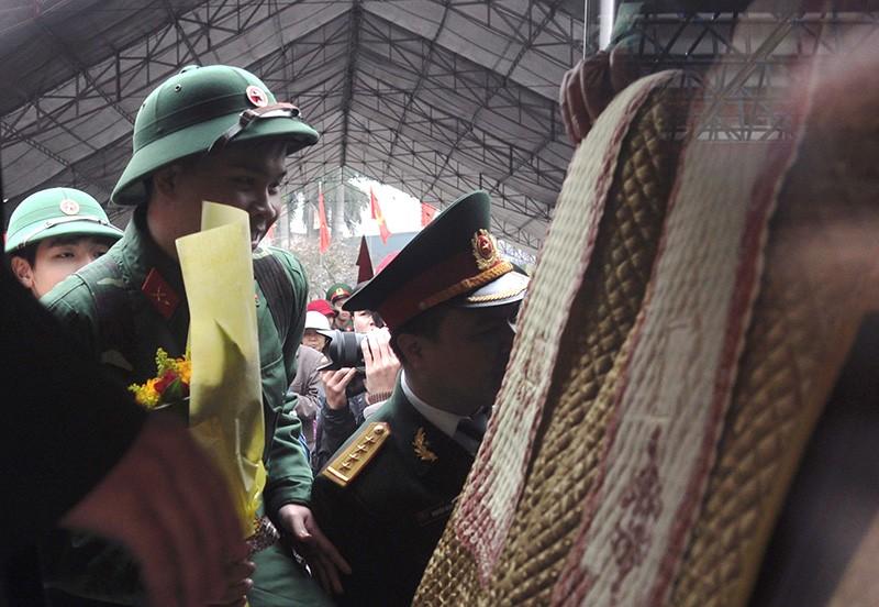 Hà Nội: Hàng chục công chức, viên chức xin nhập ngũ - ảnh 3
