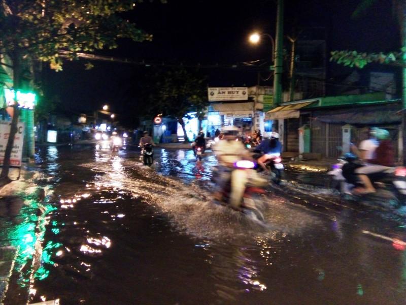 Khu Nam Long, Sài Gòn bất ngờ ngập nặng - ảnh 4