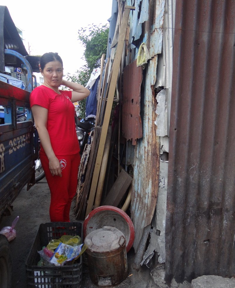 Cận cảnh nhà 15 m2 xập xệ có 23 nhân khẩu ở Sài Gòn - ảnh 2