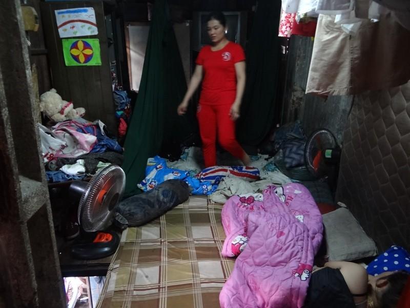 Cận cảnh nhà 15 m2 xập xệ có 23 nhân khẩu ở Sài Gòn - ảnh 4