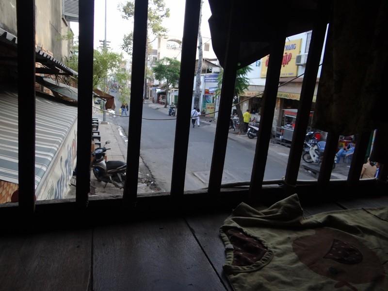 Cận cảnh nhà 15 m2 xập xệ có 23 nhân khẩu ở Sài Gòn - ảnh 7