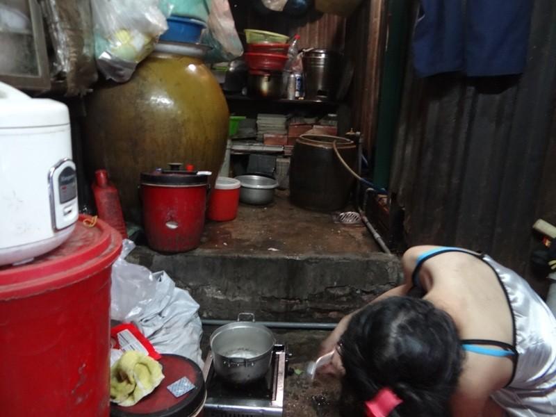 Cận cảnh nhà 15 m2 xập xệ có 23 nhân khẩu ở Sài Gòn - ảnh 5