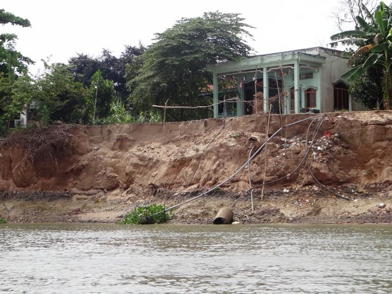 Nhà cửa tan hoang bên dòng sông mỏ cát - ảnh 4