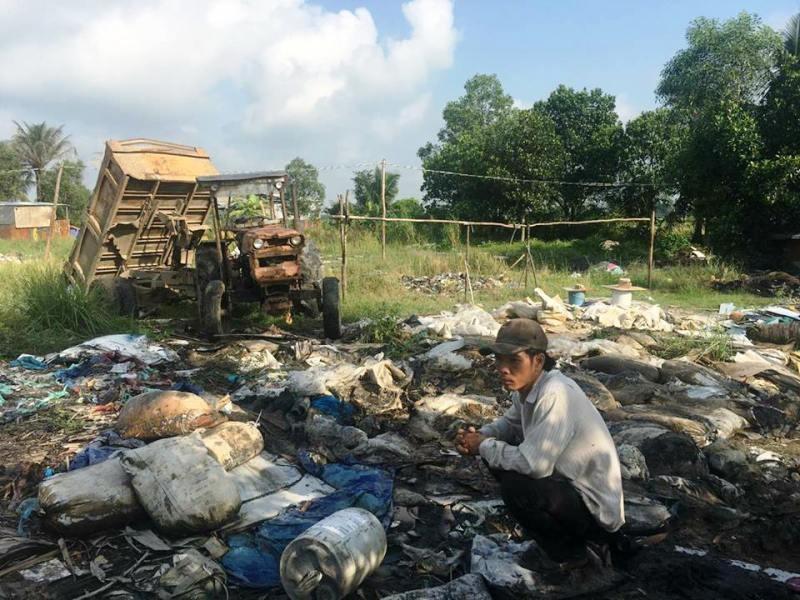 Công ty giao chất thải cho người chuyên đổ bậy - ảnh 1