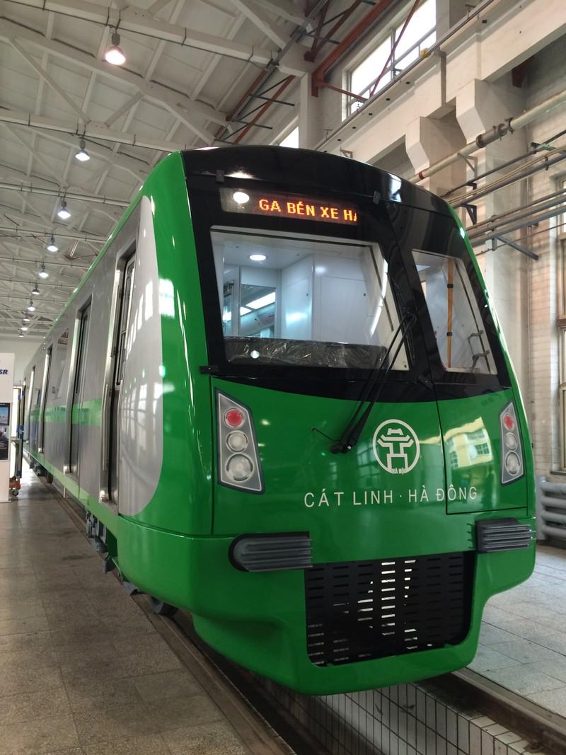Cận cảnh tàu điện cao tốc đầu tiên của Việt Nam - ảnh 1