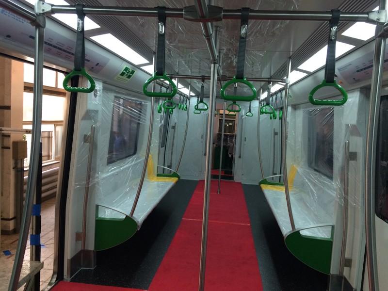 Cận cảnh tàu điện cao tốc đầu tiên của Việt Nam - ảnh 5