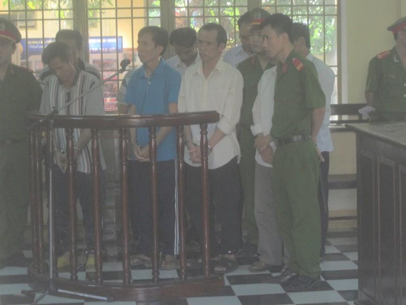 Hàng loạt cán bộ lãnh án tù vì nhận hối lộ - ảnh 1