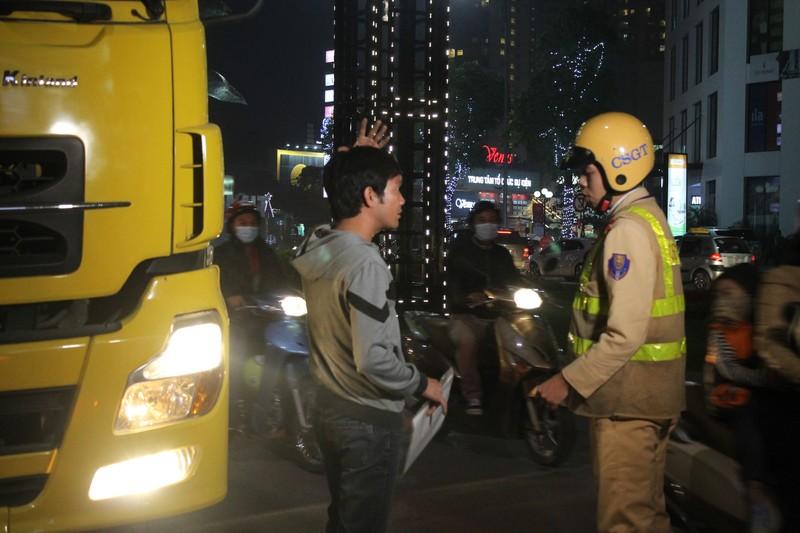 Tăng cường xử phạt xe tải đi vào giờ cấm - ảnh 4