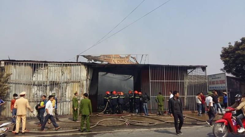 Cháy lớn tại Hưng Yên, nhiều người hoảng loạn - ảnh 2