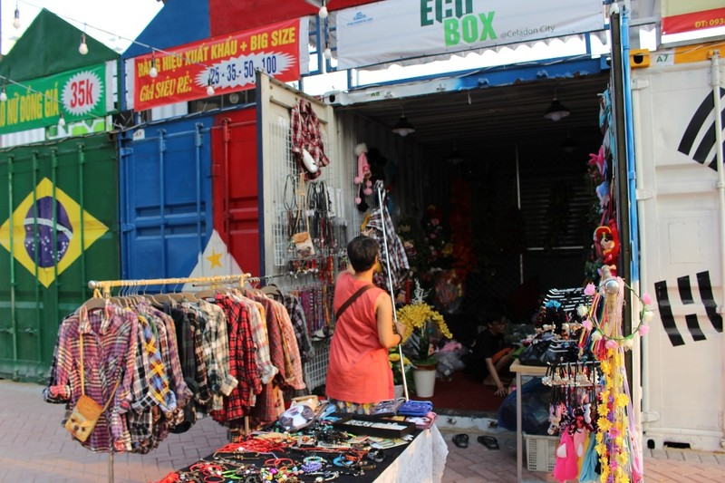 Độc đáo chợ làm từ thùng container ở Sài Gòn - ảnh 4