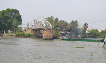 Đã cho các phương tiện đường thủy lưu thông qua cầu Ghềnh - ảnh 1