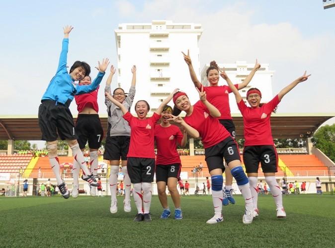 Vui nhộn giải bóng đá nữ công nhân viên chức - ảnh 2