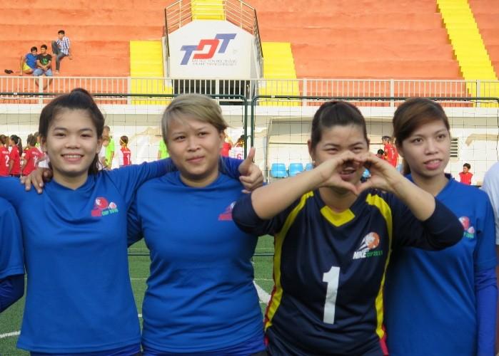 Vui nhộn giải bóng đá nữ công nhân viên chức - ảnh 3