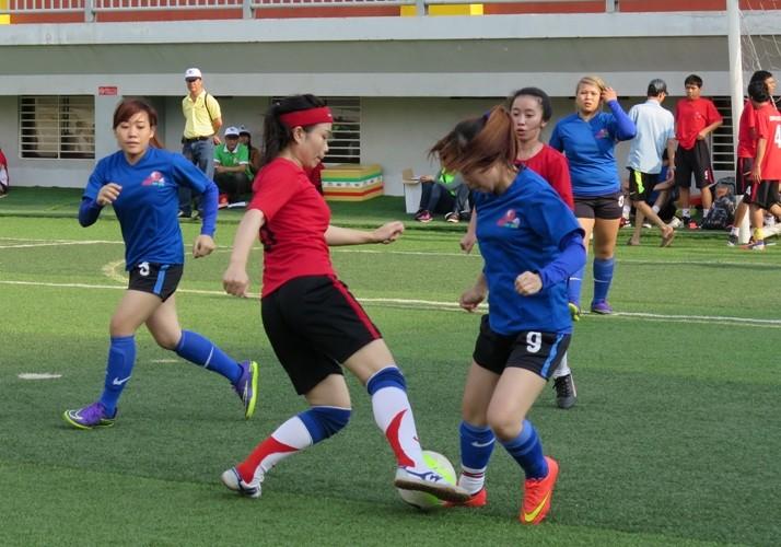 Vui nhộn giải bóng đá nữ công nhân viên chức - ảnh 4