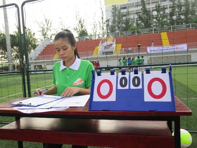 Vui nhộn giải bóng đá nữ công nhân viên chức - ảnh 9