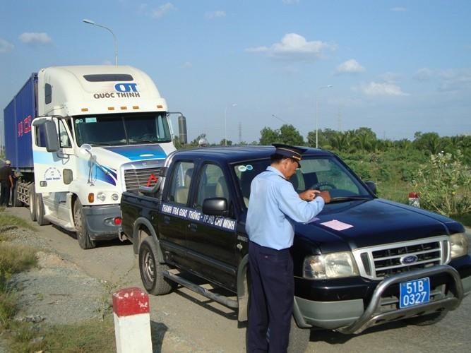 Truy kích quyết liệt xe quá tải trên vành đai Đông - ảnh 5