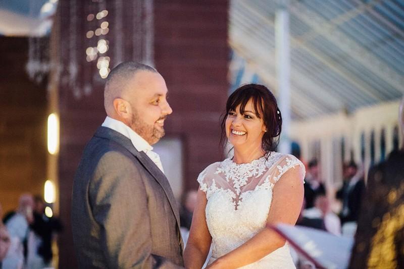 Cô dâu cạo đầu trong ngày cưới để động viên chồng ung thư - ảnh 2