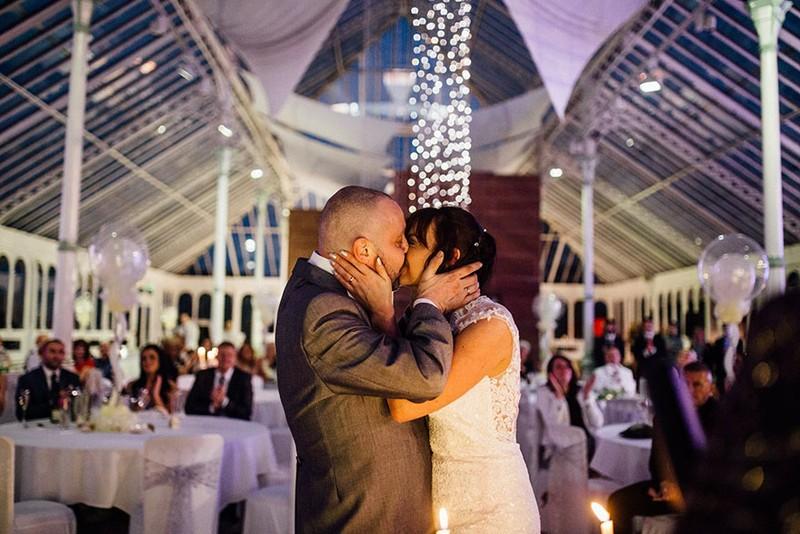 Cô dâu cạo đầu trong ngày cưới để động viên chồng ung thư - ảnh 4