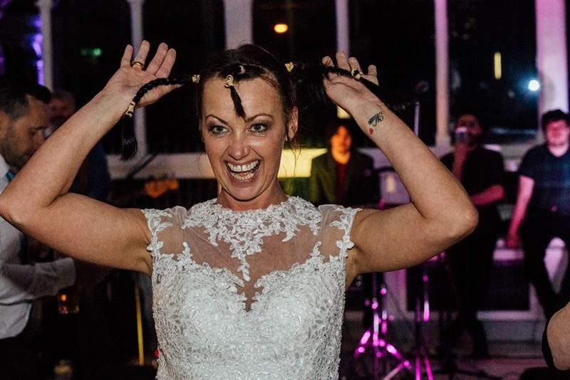 Cô dâu cạo đầu trong ngày cưới để động viên chồng ung thư - ảnh 5