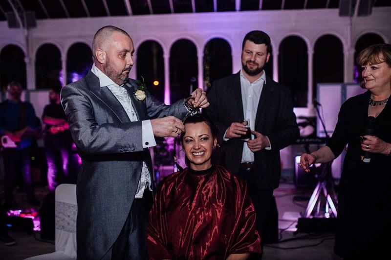 Cô dâu cạo đầu trong ngày cưới để động viên chồng ung thư - ảnh 6