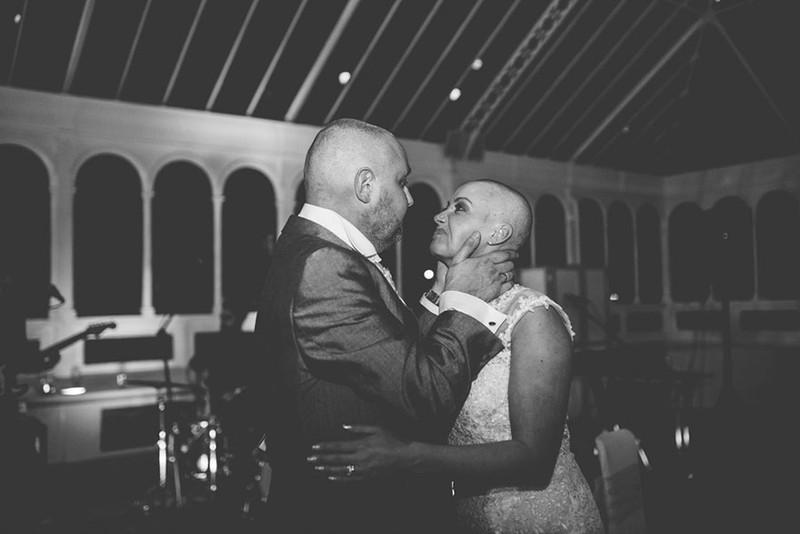 Cô dâu cạo đầu trong ngày cưới để động viên chồng ung thư - ảnh 10