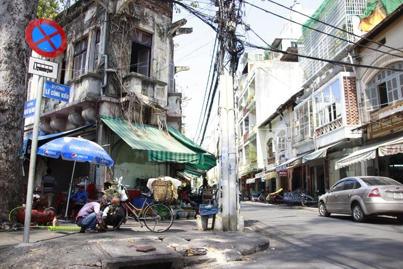 """Phố đồ cổ Sài Gòn: Nàng """"Kiều"""" duyên dáng giữa chốn đô thành - ảnh 1"""