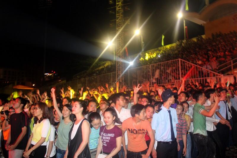 Khán giả Huế cuồng nhiệt trong đêm rock 'Lửa Cố đô' - ảnh 1