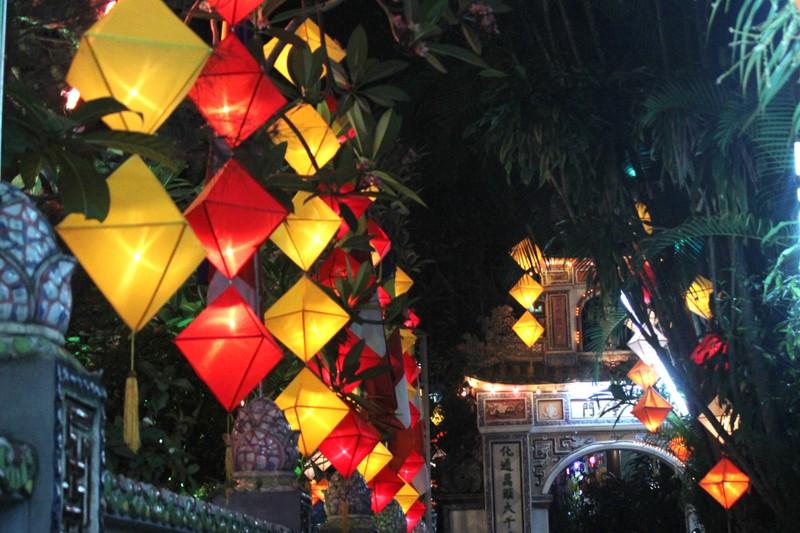 Huế lung linh trong mùa Phật đản - ảnh 8