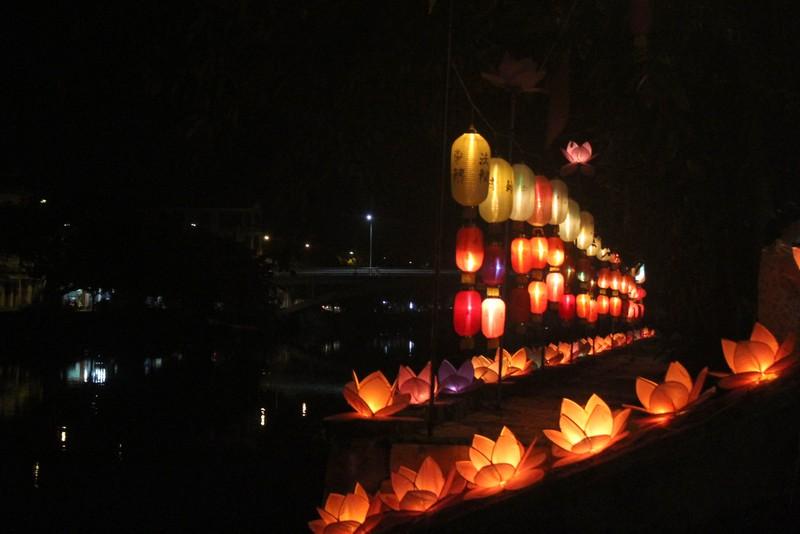 Huế lung linh trong mùa Phật đản - ảnh 2