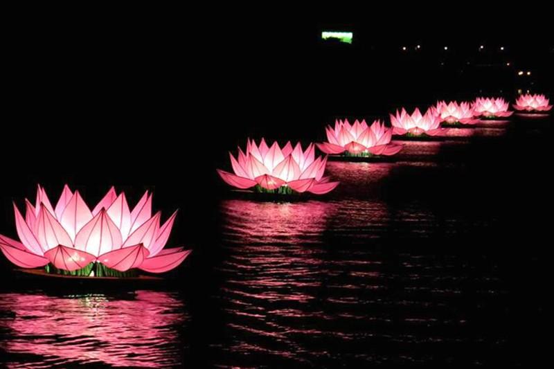 Huế lung linh trong mùa Phật đản - ảnh 4