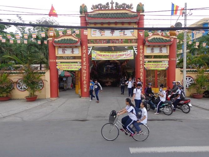 18 tỉ đồng kè bờ bến Bình Đông trước chùa Long Hoa - ảnh 2