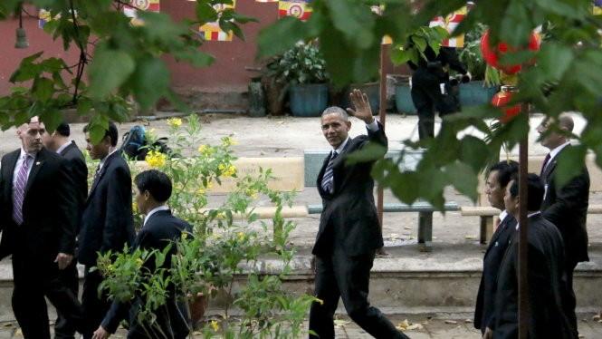 Chùm ảnh: Tổng thống Obama tham quan chùa Ngọc Hoàng - ảnh 3