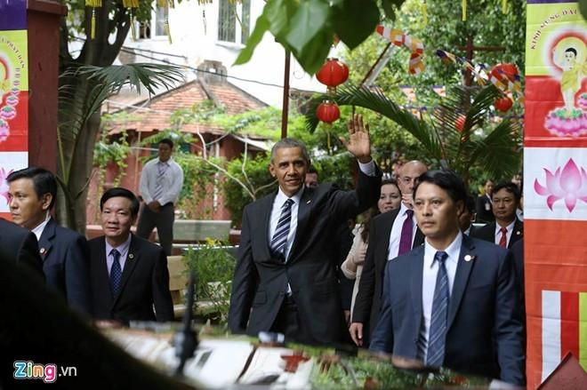 Chùm ảnh: Tổng thống Obama tham quan chùa Ngọc Hoàng - ảnh 2