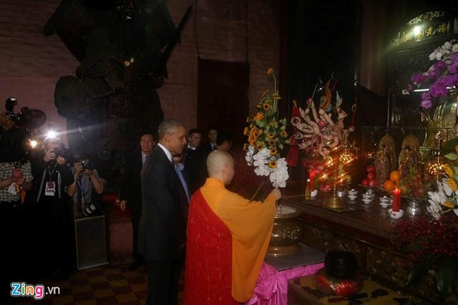 Chùm ảnh: Tổng thống Obama tham quan chùa Ngọc Hoàng - ảnh 4