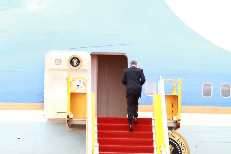 Chuyên cơ của Tổng thống Obama đã rời Việt Nam - ảnh 13
