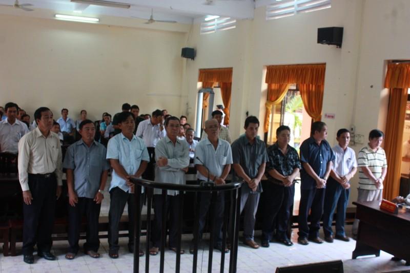 10 cán bộ hải quan Kiên Giang lãnh án cao nhất 6 năm tù - ảnh 1