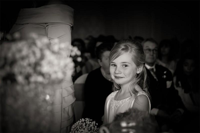 Nhiếp ảnh gia 9 tuổi nổi tiếng nhờ chụp ảnh cưới - ảnh 3