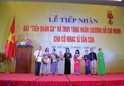 """Tiếp nhận bài """"Tiến quân ca"""" và truy tặng Huân chương Hồ Chí Minh cho cố nhạc sĩ Văn Cao (ảnh Minh Quân)"""